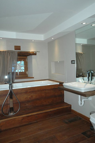 Ensuite bathroom 2