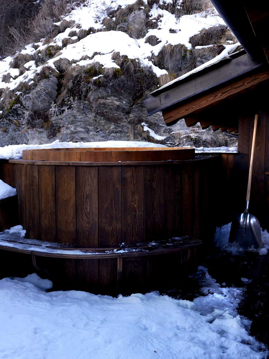 Wooden hot tub, seats 8